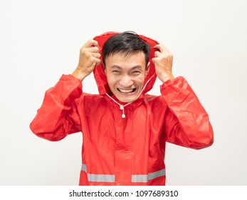 Asian men wearing red raincoats are not comfortable.