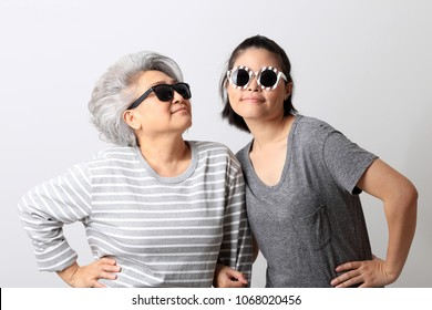 Asian mother and daugther in the white background.