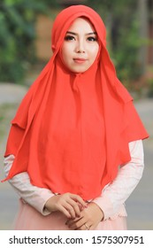 Asian Muslim women wear red hijab with her style