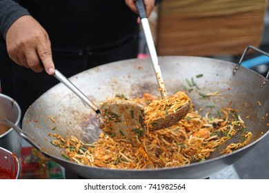 asian thai food padthai