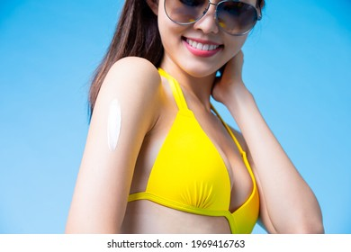 asian woman apply sunscreen on her arm