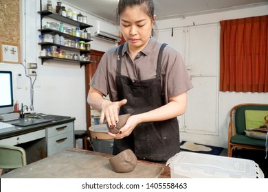 The Asian woman doing craft design works.