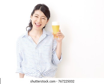 Asian woman drinking the beer