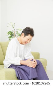 Asian woman having the joint pain