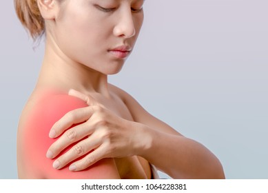 asian woman holding left hand on right shoulder, young woman pain at right deltoid muscle