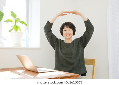 Asian woman O sign gesture