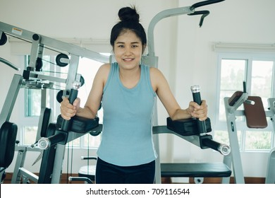 Asian woman plates in gym for fitness exercise.Close up