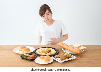 The Asian woman who eats food