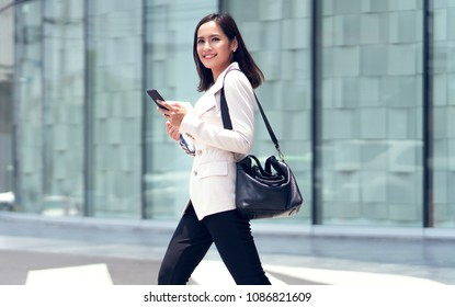 Asian women are beautiful businesswoman, she went to the office in the morning.