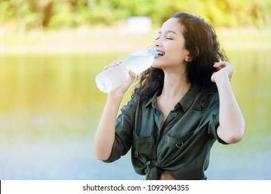 Asian women are drinking clean water. To refresh the body from hot weather in the summer. Feels good And does not cause Heat Stroke. It improves metabolism. boosts energy. Skin looks soft. Rejuvenate