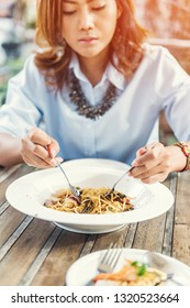 Asian women eating delicious,Focus on food