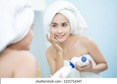 Asian women a face lotion after a shower.