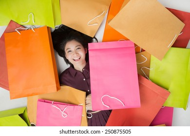 Asian women Happy Just to go shopping There are a lot of bags