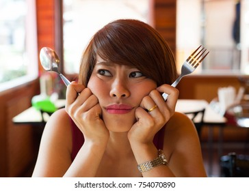 Asian women hungry,Asian women edgy while she waiting for lunch,hungry,very hungry