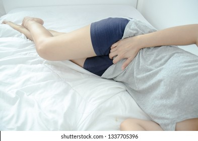 Asian women With itching female genitalia Sexually transmitted diseases,Stinky from underwear is not dry. And discomfort Sexually transmitted diseases,Acute Bacterial Cystitis,Bladder pain.