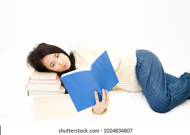Asian women I read books on Mattress with white.