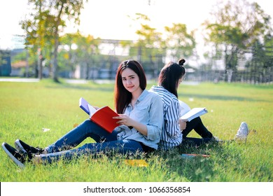 Asian women are sitting around reading books with fun and relaxation before attending class in the morning.