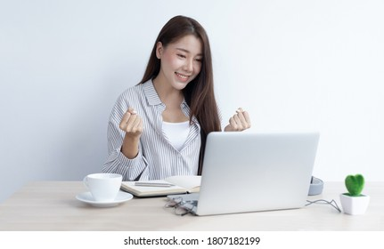 Asian women are successful and happy to be able to meet their targets, Excited, Delighted with beautiful achievements.