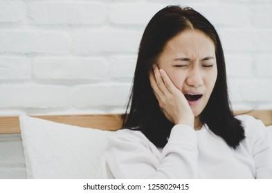 Asian women toothache.