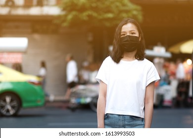 Asian women wear masks to protect The PM 2.5 pollution