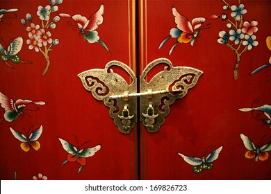 Asian-style door with a butterfly latch.