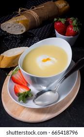 Asparagus cream soup with egg