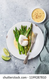 asparagus, poached egg and hollandaise sause, top view