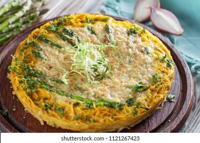 Asparagus quiche with spaghetti squash crust. Healthy lunch or dinner