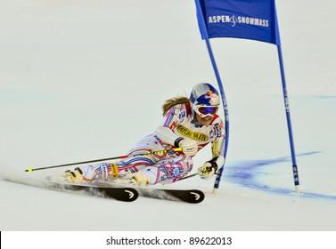 ASPEN, CO - NOV 26: Lindsey Vonn on her 2nd run of the Audi Quattro FIS World Cup Giant Slalom in Aspen, CO on Nov 26, 2011