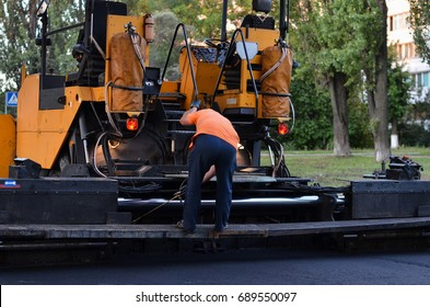 Asphalt paver maintenance