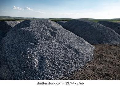 asphalt road to make coarse gravel stone phrases,