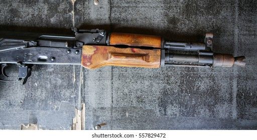 assault rifles on the wooden floor
