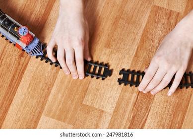 Assembling the railway. Connect rails.