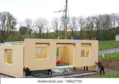 assembly of a prefabricated timber house
