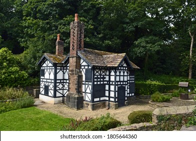 ASTLEY PARK. LANCASHIRE. ENGLAND. 09-08-20. The Tudor style lodge house.