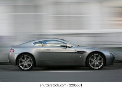 Aston Martin Vantage Speed