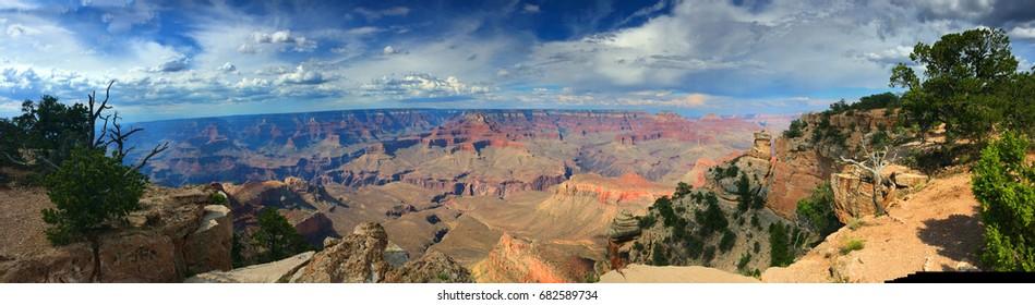 Astonishing panoramic view over Grand Canyon south rim
