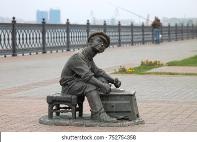 "ASTRAKHAN, RUSSIA - OCTOBER 20, 2017: Sculpture of shoeshine boy from the Soviet comedy film ""It Can't Be!"" on the embankment of Volga River. The sculpture was unveiled on August 24, 2012."