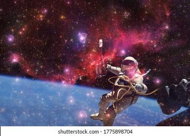 Astronauta. Nebulosa, cúmulo de estrellas en el espacio profundo. Arte de ciencia ficción. Elementos de esta imagen proporcionados por la NASA