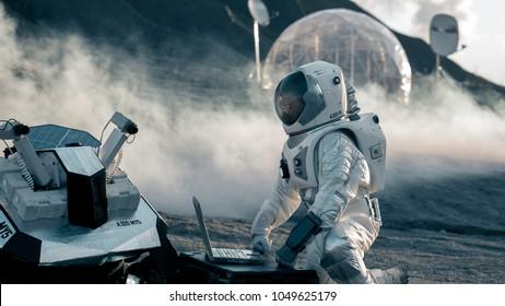 Imágenes, fotos de stock y vectores sobre Space Suit