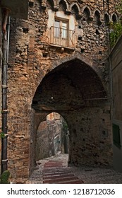 Atessa, Abruzzo, Italy: the medieval city gate Porta di San Giuseppe (14th century) and the narrow alley with staircase in the old town