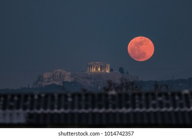 Athens Greece, Jan. 31, 2018. A super blue blood moon rises behind the 2,500-year-old Parthenon temple on the Acropolis of Athens. Is a blue moon, Supermoon, lunar eclipse and celestial phenomenon.