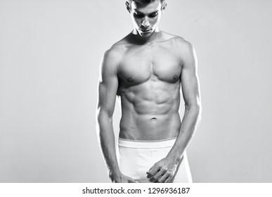 Nackter muskulöser Mann mit gesenktem Kopf nackt Handy Bild