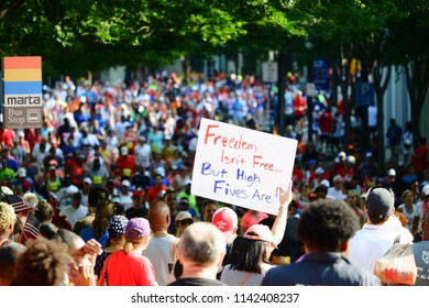 Peachtree Road Race Runners Images, Stock Photos & Vectors