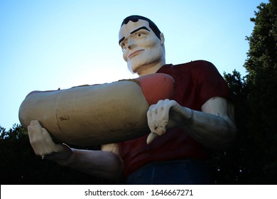 Atlanta, Illinois - June 11 2015: The Hot Dog Muffler Man, first from Cicero and later moved to Atlanta, Illinois, on Route 66.