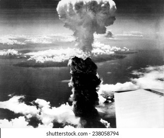 """Atomic bomb. A mushroom cloud rises more than 60,000 feet into the air over Nagasaki, Japan after an atomic bomb was dropped by the US bomber """"Enola Gay"""", Aug. 9, 1945."""
