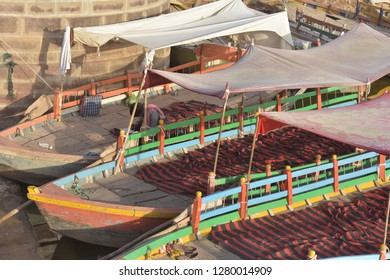 Attractive Boats for Touris people.