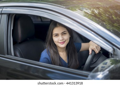 Attractive business woman driving her car