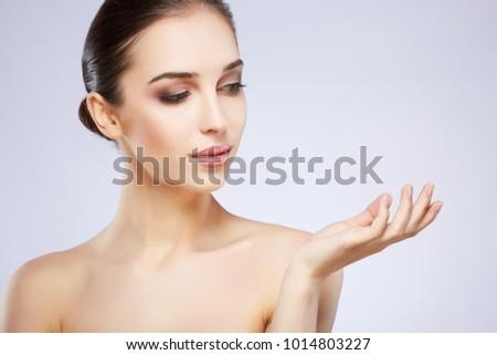 nund kuva musta tyttö ruiskuttaminen video