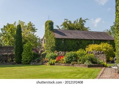 Attractive Irish stone cottage and garden